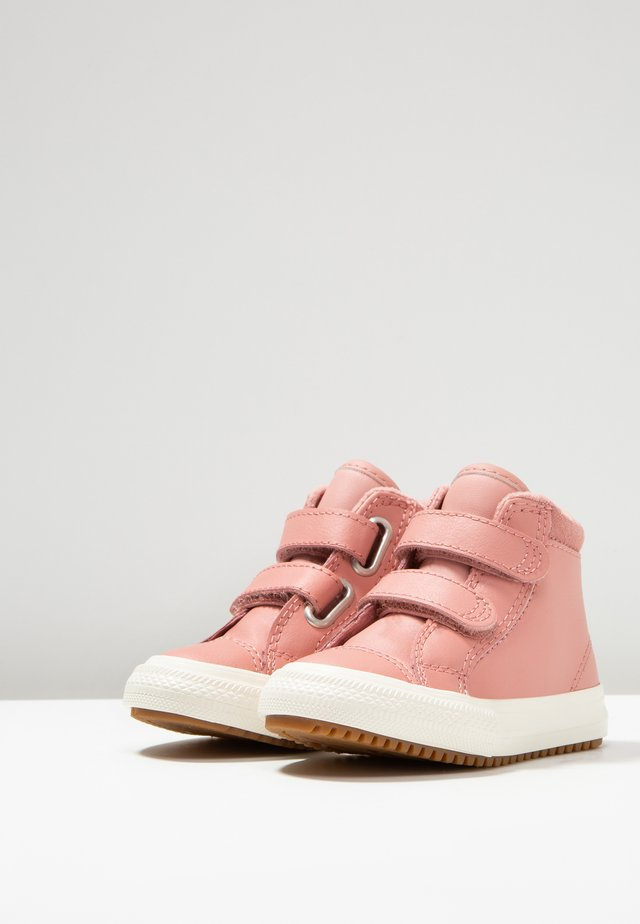 CHUCK TAYLOR ALL STAR - Baby shoes - rust pink/burnt caramel