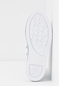 Converse - CHUCK TAYLOR ALL STAR PLATFORM - Sneakers alte - white/black - 5