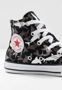 Converse - CHUCK TAYLOR ALL STAR SHARK BITE - Baskets montantes - black/university red/white - 2