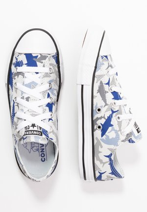 CHUCK TAYLOR ALL STAR SHARK BITE  - Sneakers laag - photon dust/rush blue/white