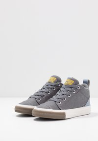 Converse - CHUCK TAYLOR ALL STAR OLLIE TRANSLUCENT MID - Zapatillas altas - mason/blue slate/amarillo - 3
