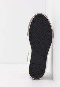 Converse - CHUCK TAYLOR ALL STAR OLLIE TRANSLUCENT MID - Zapatillas altas - mason/blue slate/amarillo - 5