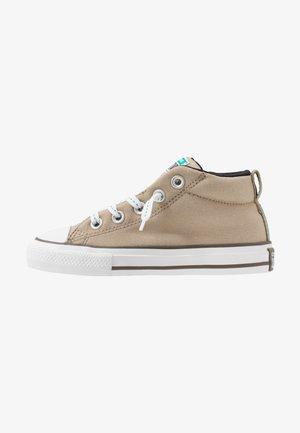 CHUCK TAYLOR ALL STAR STREET - Sneakersy wysokie - khaki/malachite/black