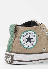 Converse - CHUCK TAYLOR ALL STAR STREET - Vysoké tenisky - khaki/malachite/black - 2
