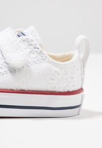 Converse - CHUCK TAYLOR ALL STAR - Sneaker low - white/garnet/midnight navy - 2