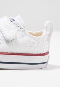 Converse - CHUCK TAYLOR ALL STAR - Zapatillas - white/garnet/midnight navy - 2