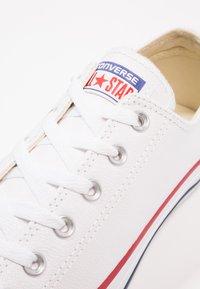 Converse - CHUCK TAYLOR ALL STAR OX - Tenisky - white - 5