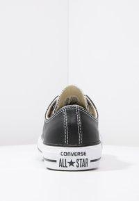 Converse - CHUCK TAYLOR ALL STAR OX - Sneakersy niskie - black - 3