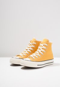 Converse - CHUCK TAYLOR ALL STAR '70 HI  - Korkeavartiset tennarit - sunflower/black/egret - 2