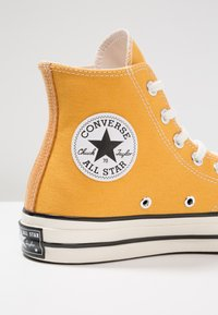 Converse - CHUCK TAYLOR ALL STAR '70 HI  - Korkeavartiset tennarit - sunflower/black/egret - 5