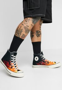 Converse - CHUCK TAYLOR ALL STAR 70 ARCHIVE PRINTS REMIXED - High-top trainers - black/enamel red/bold mandarin - 0
