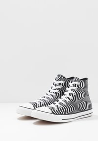 Converse - CHUCK TAYLOR ALL STAR MOONSHOT - High-top trainers - black/white - 2