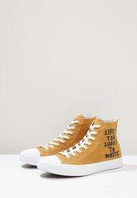 Converse - CHUCK TAYLOR ALL STAR HI RENEW - Sneakers hoog - wheat/black/white - 4