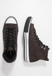 Converse - CHUCK TAYLOR ALL STAR WINTER WATERPROOF - Baskets montantes - brown/white/black - 1