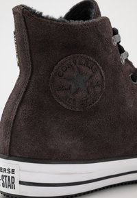 Converse - CHUCK TAYLOR ALL STAR WINTER WATERPROOF - Baskets montantes - brown/white/black - 5