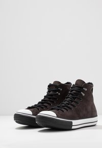 Converse - CHUCK TAYLOR ALL STAR WINTER WATERPROOF - Baskets montantes - brown/white/black - 2