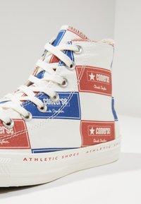 Converse - CHUCK TAYLOR ALL STAR HI LOGO PACK - Vysoké tenisky - egret/blue/gym red - 5