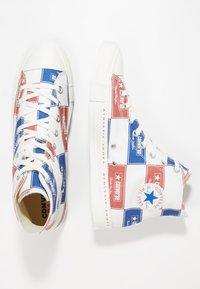 Converse - CHUCK TAYLOR ALL STAR HI LOGO PACK - Vysoké tenisky - egret/blue/gym red - 1