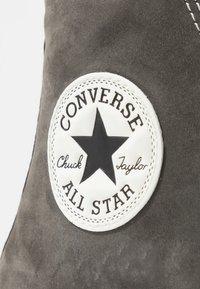 Converse - CHUCK TAYLOR ALL STAR WP BOOT - Høye joggesko - carbon grey/black/egret - 5