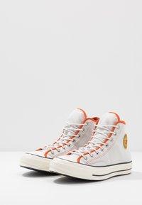 Converse - CHUCK 70 ARCHIVAL TERRY - Zapatillas altas - pale putty/campfire orange/white - 2