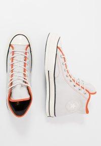 Converse - CHUCK 70 ARCHIVAL TERRY - Zapatillas altas - pale putty/campfire orange/white - 1