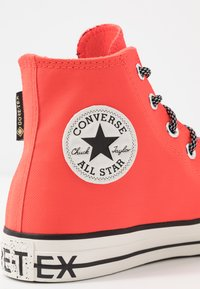 Converse - CHUCK TAYLOR ALL STAR GORE-TEX - Høye joggesko - bright crimson/egre/black - 5