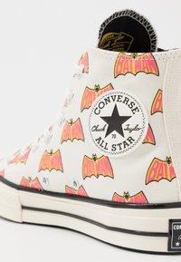 Converse - CHUCK 70 X BATMAN - High-top trainers - white/black/multicolor - 7