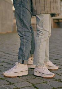 Converse - RUN STAR HIKE - High-top trainers - white/black - 4