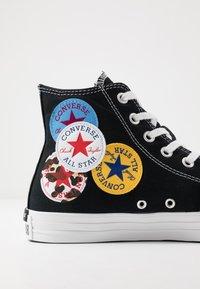 Converse - CHUCK TAYLOR ALL STAR - Korkeavartiset tennarit - black/university red/amarillo - 5