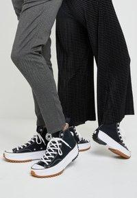 Converse - RUN STAR HIKE - High-top trainers - black/white/gum - 0