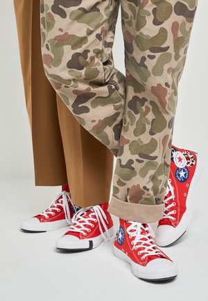 CHUCK TAYLOR ALL STAR - Korkeavartiset tennarit - university red/black/rush blue