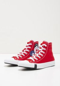 Converse - CHUCK TAYLOR ALL STAR - Korkeavartiset tennarit - university red/black/rush blue - 5