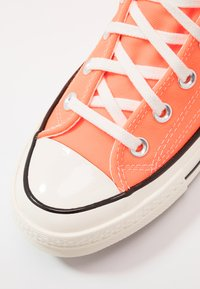 Converse - CHUCK TAYLOR ALL STAR 70 - High-top trainers - total orange/egret/black - 5