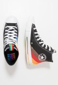 Converse - PRIDE CHUCK TAYLOR ALL STAR - Sneakers hoog - black/university red - 1