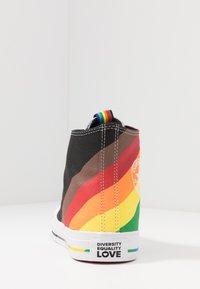 Converse - PRIDE CHUCK TAYLOR ALL STAR - Sneakers hoog - black/university red - 3