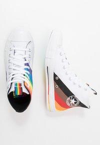 Converse - PRIDE CHUCK TAYLOR ALL STAR - Vysoké tenisky - white/university red - 1