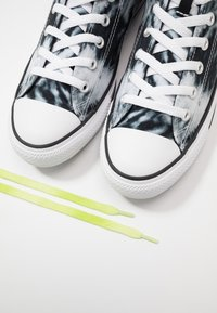Converse - CHUCK TAYLOR ALL STAR - High-top trainers - black/lemongrass/white - 5