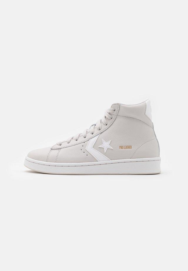 PRO - Zapatillas altas - pale putty/white