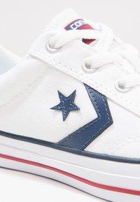 Converse - STAR PLAYER OX - Tenisky - white/navy - 5