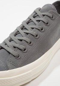 Converse - CHUCK TAYLOR ALL STAR '70 OX - Sneakersy niskie - mason/egret - 5