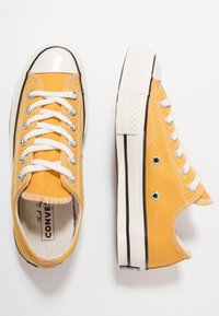 Converse - CHUCK TAYLOR ALL STAR '70 OX  - Sneakers - sunflower/black/egret - 1