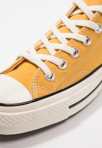 Converse - CHUCK TAYLOR ALL STAR '70 OX  - Sneakers - sunflower/black/egret - 5