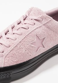 Converse - ONE STAR - Tenisky - plum chalk/black - 5