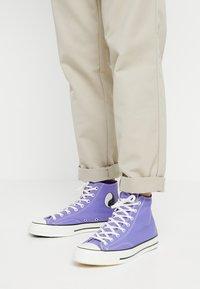 Converse - CHUCK TAYLOR ALL STAR 70 HI - Baskets montantes - wild lilac/black/egret - 0