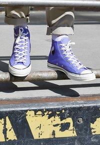 Converse - CHUCK TAYLOR ALL STAR 70 HI - Baskets montantes - wild lilac/black/egret - 8