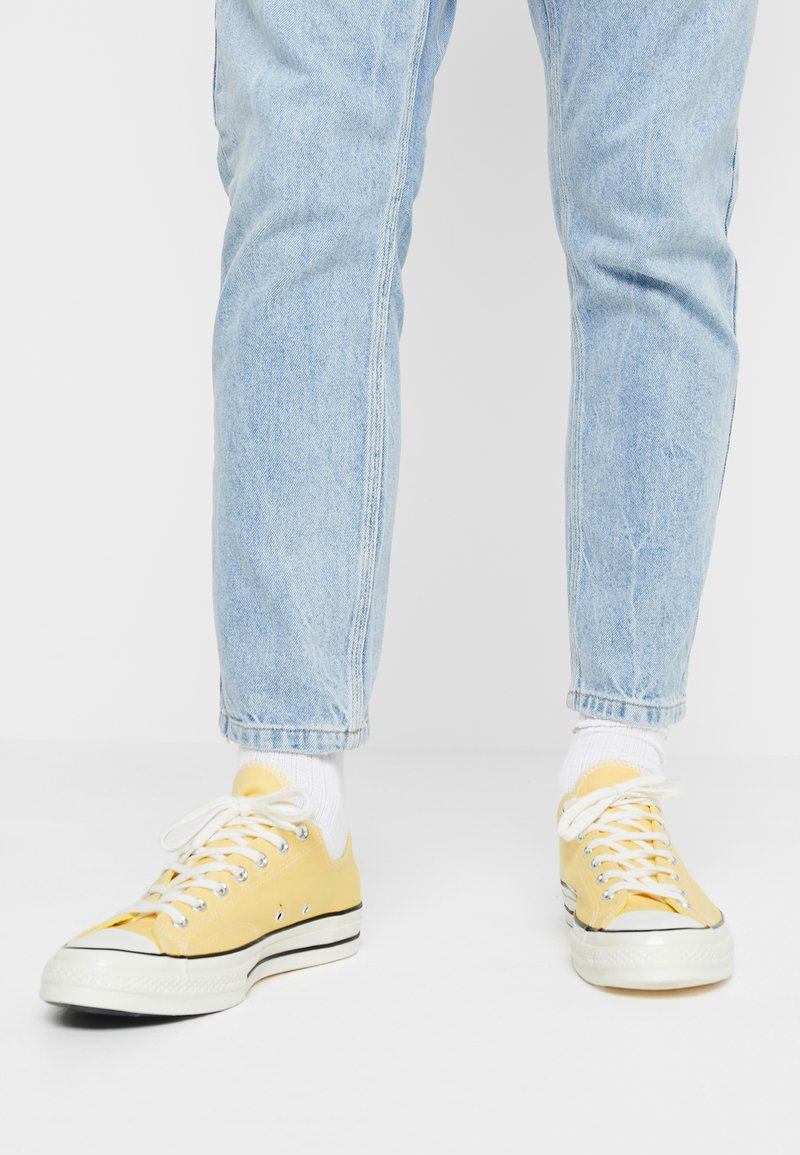 Converse - CHUCK TAYLOR ALL STAR 70 OX - Tenisky - butter yellow/fresh yellow