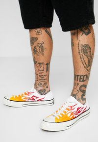 Converse - CHUCK TAYLOR ALL STAR 70 ARCHIVE REMIXED - Trainers - white/enamel red/bold mandarin - 0
