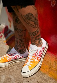 Converse - CHUCK TAYLOR ALL STAR 70 ARCHIVE REMIXED - Sneakers - white/enamel red/bold mandarin - 7