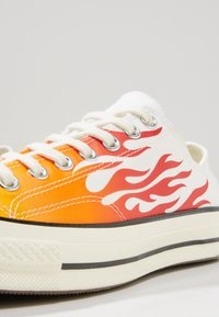 Converse - CHUCK TAYLOR ALL STAR 70 ARCHIVE REMIXED - Trainers - white/enamel red/bold mandarin - 8