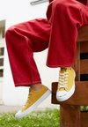 Converse - CHUCK TAYLOR ALL STAR RENEW - Trainers - gold dart/black/white